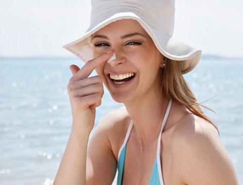Cách sử dụng kem chống nắng cho da mụn trong ngày hè